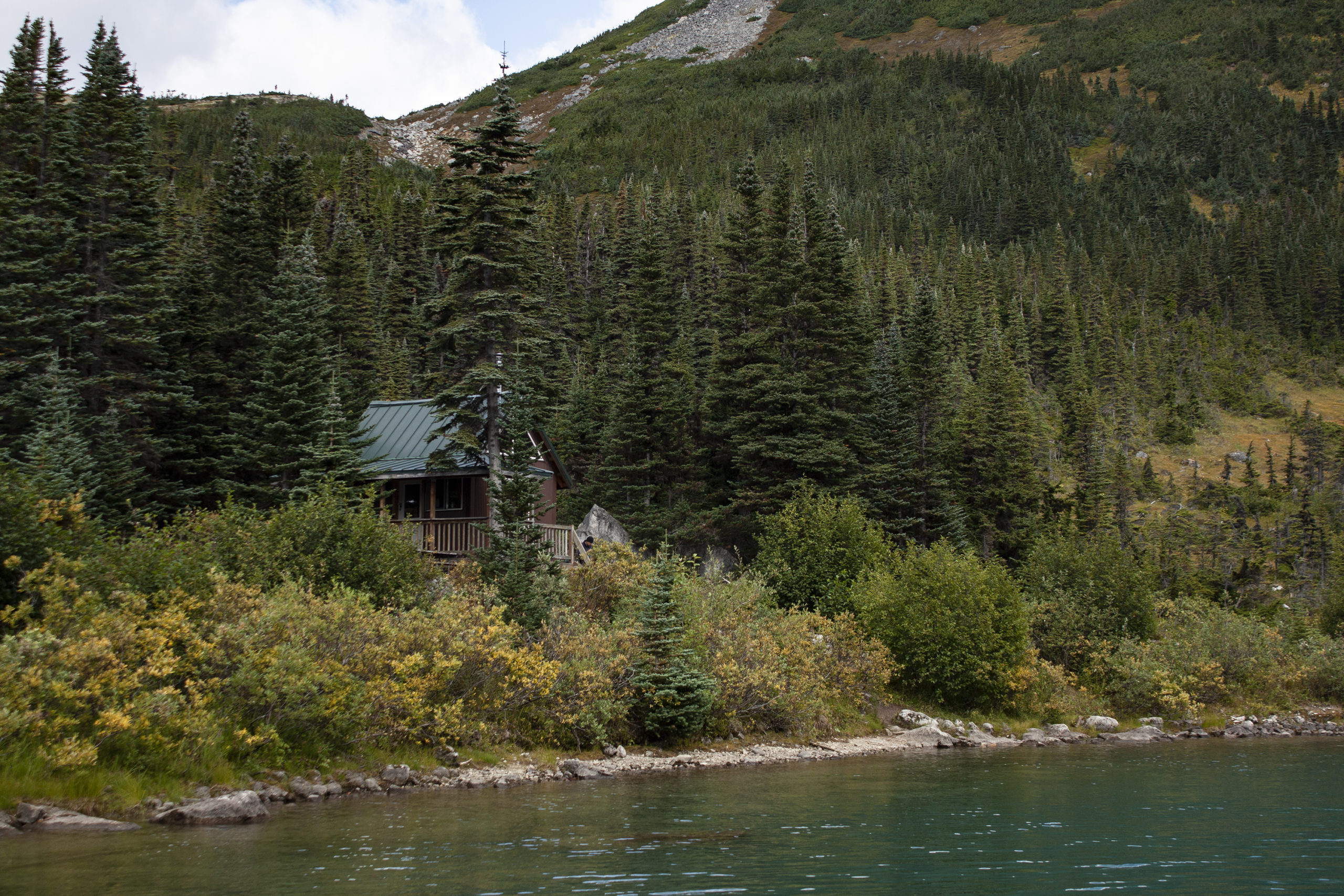 A cabin next to Upper Dewey Lake in Skagway, Alaska, pictured on Aug. 18, 2019. (Steve Silva)